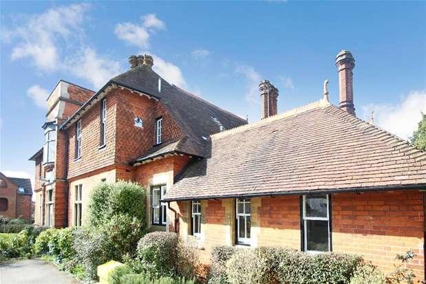 3 Bedrooms Flat for sale in Akrill House, Hollybush Lane, Harpenden