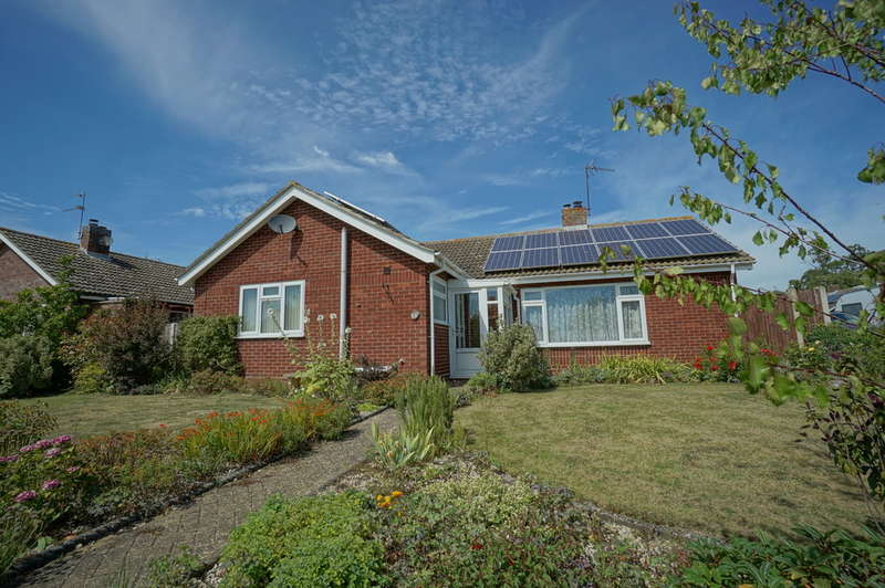 3 Bedrooms Detached Bungalow for sale in Todhunter Avenue, Gillingham, Beccles