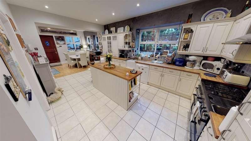 5 Bedrooms Detached House for sale in Cross View Lane, Nevilles Cross, Durham