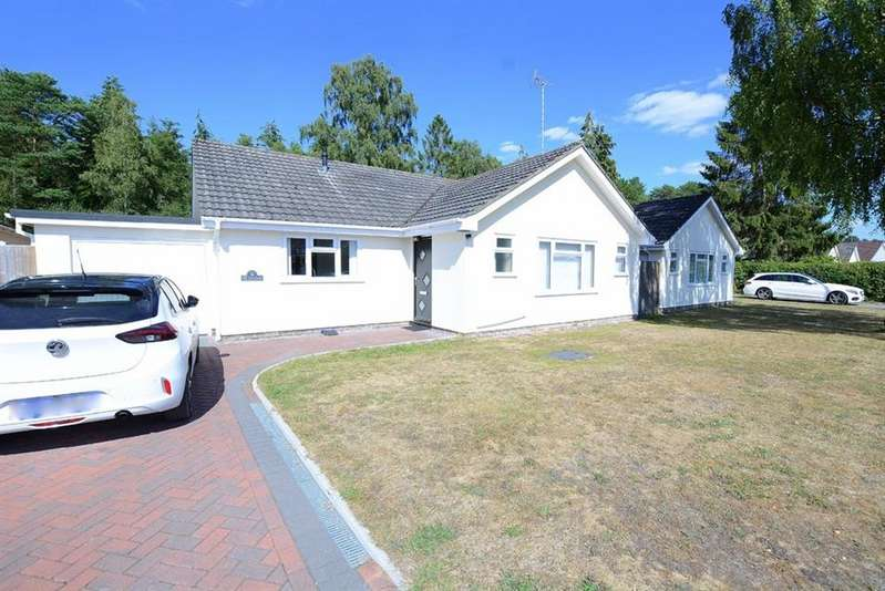 3 Bedrooms Property for sale in The Chase, Verwood