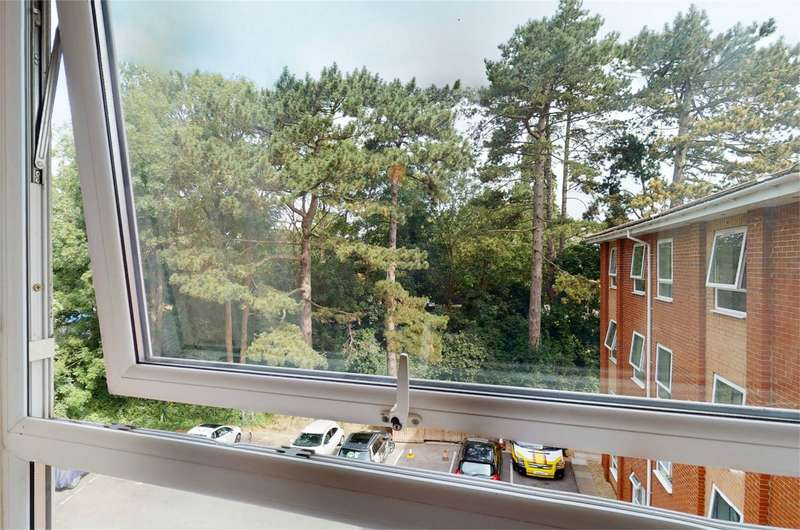 2 Bedrooms Flat for sale in Leckhampton, Cheltenham, Gloucestershire