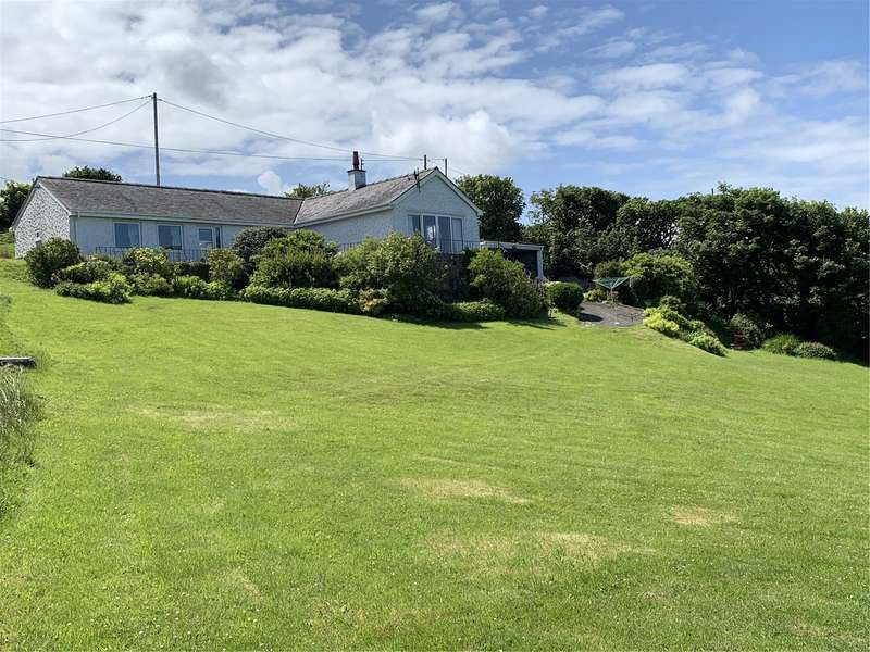 3 Bedrooms Detached Bungalow for sale in Llaneilian, Amlwch, Ynys Mon, LL68