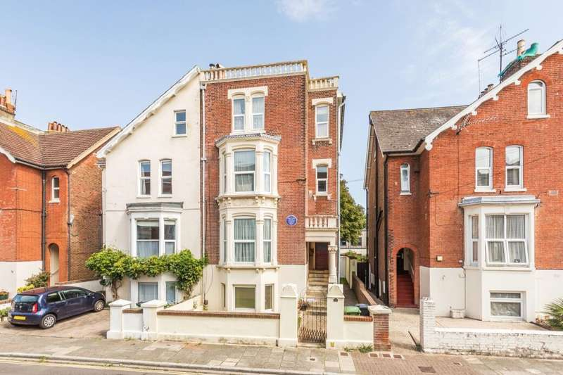 7 Bedrooms Semi Detached House for sale in Elphinstone Road, Southsea, PO5