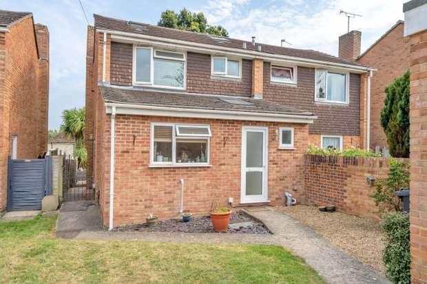 Semi Detached House for sale in Corbett Rd, Waterlooville, Hampshire, PO7 5TA