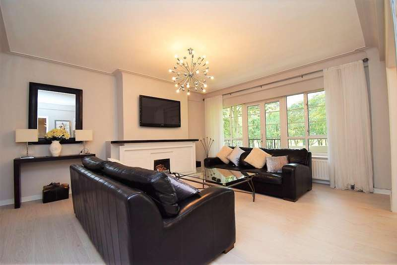 3 Bedrooms Apartment Flat for sale in Moor Court, Westfield, Newcastle Upon Tyne