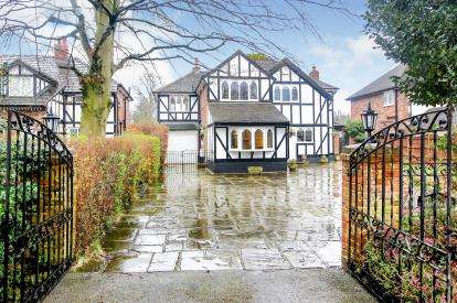 5 Bedrooms Detached House for sale in Brookledge Lane, Adlington, Macclesfield, Cheshire