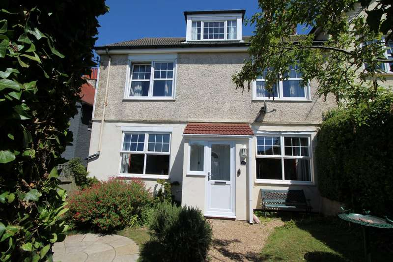 5 Bedrooms Semi Detached House for sale in Droveway Gardens, St. Margarets Bay, Dover, Kent, CT15