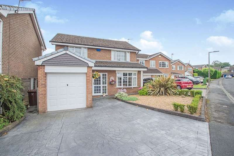 4 Bedrooms Detached House for sale in Winchester Close, Bury, BL8