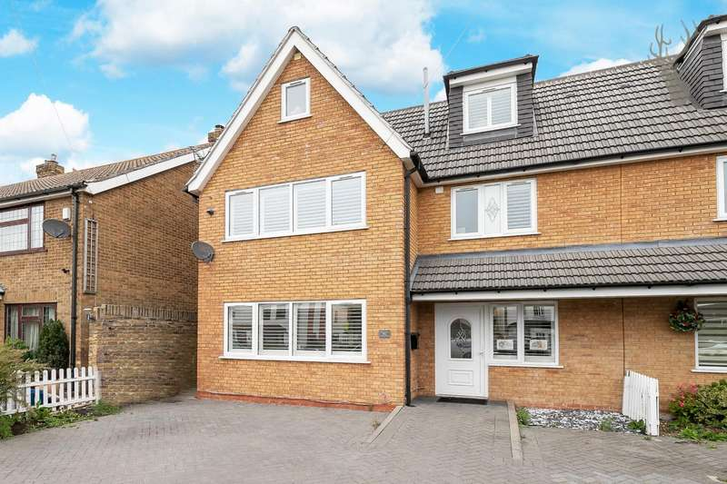 5 Bedrooms Semi Detached House for sale in Lindsey Street, Epping