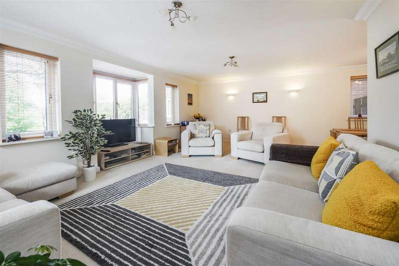 5 Bedrooms Detached House for sale in Cliff Road, Hornsea