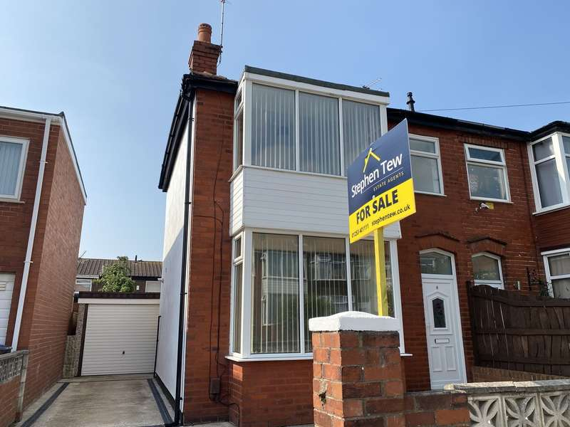 3 Bedrooms Semi Detached House for sale in Lowesway, Blackpool, FY4