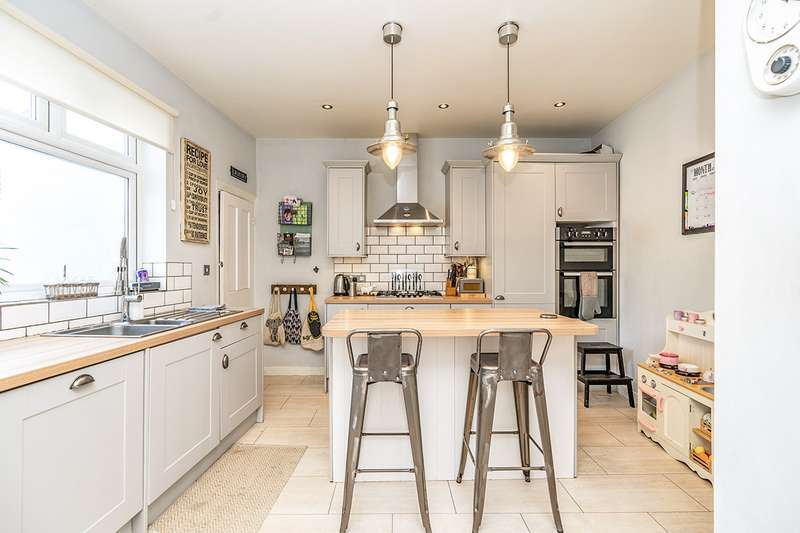 3 Bedrooms House for sale in Longfellow Road, Gillingham, Kent, ME7