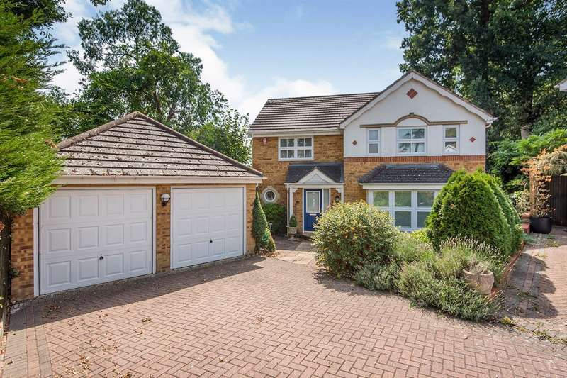 4 Bedrooms Detached House for sale in Danehurst Close, Egham, Surrey, TW20