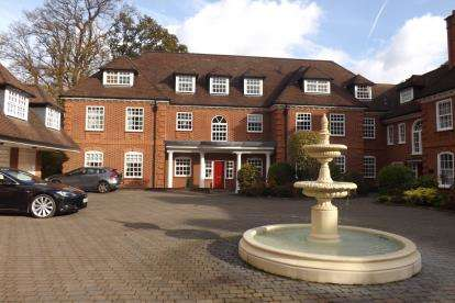 2 Bedrooms Flat for sale in Bracken Place, Chilworth, Southampton