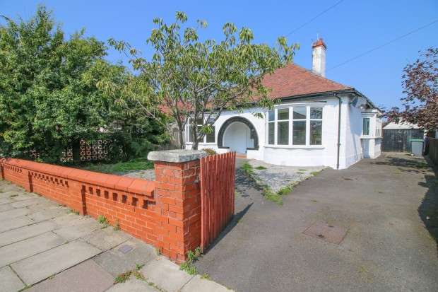 3 Bedrooms Bungalow for sale in Anchorsholme Lane East, , FY5