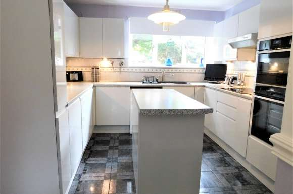 2 Bedrooms Property for sale in Coats Hutton Road, Colchester