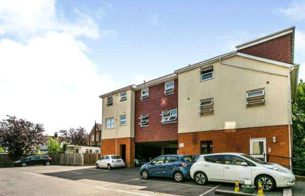 2 Bedrooms Apartment Flat for sale in St. Eanswythe's Court, Tonbridge, Kent