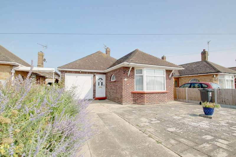 2 Bedrooms Detached Bungalow for sale in Cherry Tree Avenue, Clacton-On-Sea