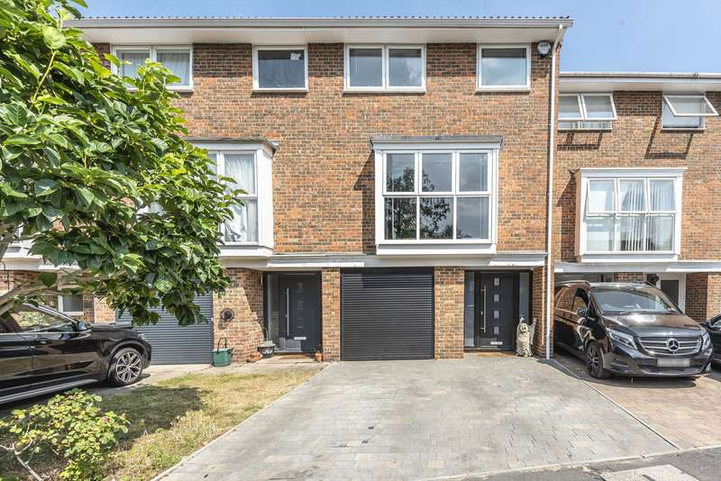 3 Bedrooms Terraced House for sale in Wynton Grove, Walton, KT12