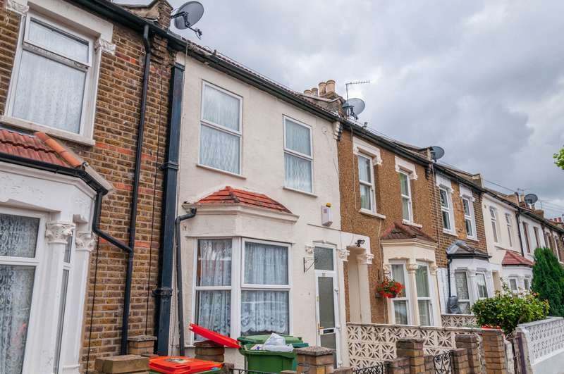 3 Bedrooms Terraced House for sale in Nine Acres Cl, Manor Park, E12
