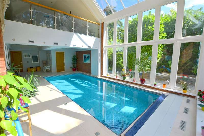 6 Bedrooms Detached House for sale in Avon Castle Drive, Ringwood, Hampshire, BH24