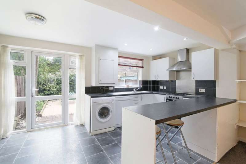 4 Bedrooms Semi Detached House for rent in Gables Close, London, SE5