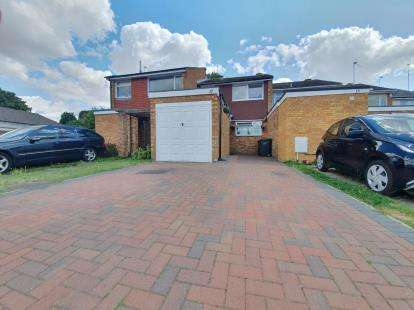 Terraced House for sale in Cricket Lane, Bedford, Bedfordshire