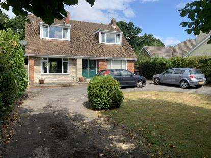 5 Bedrooms Detached House for sale in Cowplain, Waterlooville, Hampshire