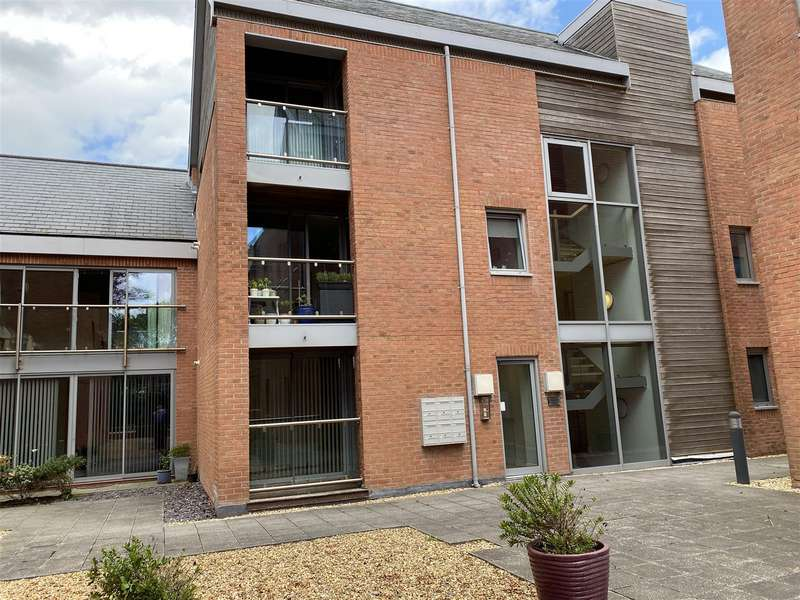 2 Bedrooms Apartment Flat for sale in Cuthbert House, Fairlawn Road, Lytham