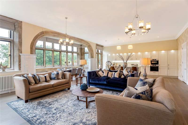 2 Bedrooms Apartment Flat for sale in Huxley Close, Godalming, Surrey, GU7