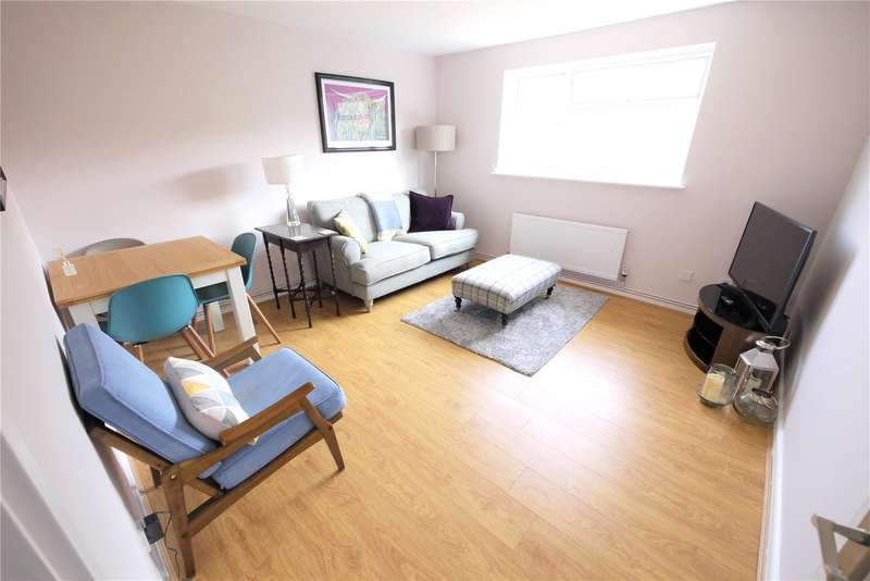 2 Bedrooms Apartment Flat for sale in Grove House, Firsgrove Crescent, Brentwood, Essex, CM14