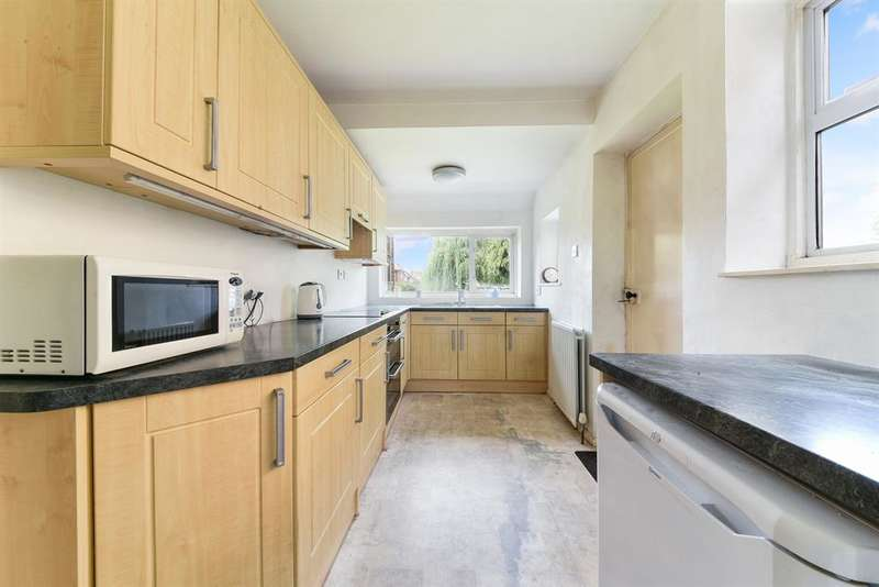 3 Bedrooms Detached House for sale in Nutfield Road, Merstham, RH1 3HA