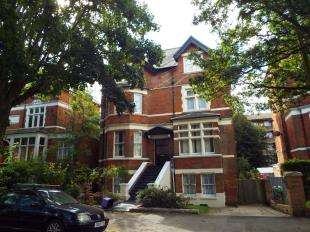 2 Bedrooms Flat for sale in Bouverie Road West, Folkestone, Kent