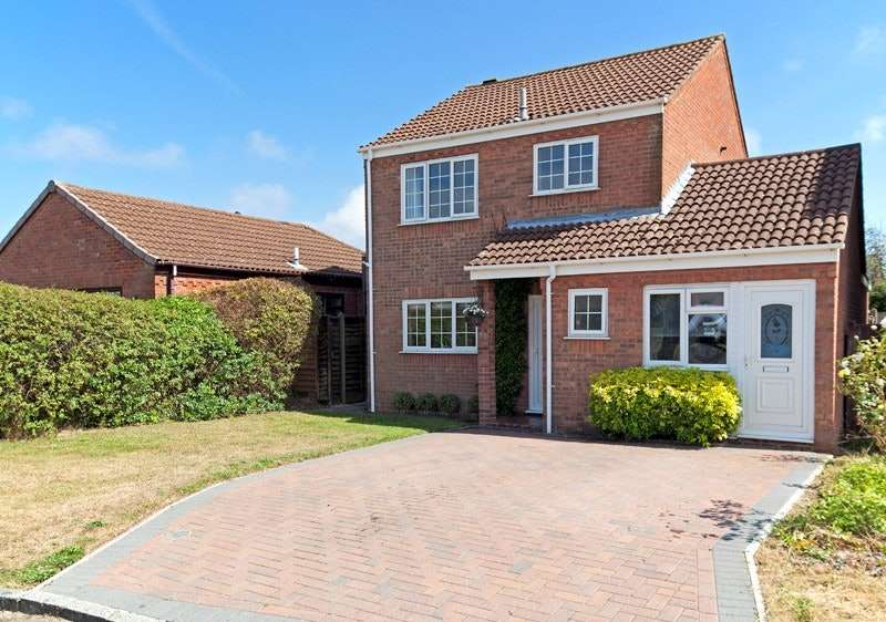 3 Bedrooms Detached House for sale in Larkspur Gardens, Southampton, Hampshire, SO45