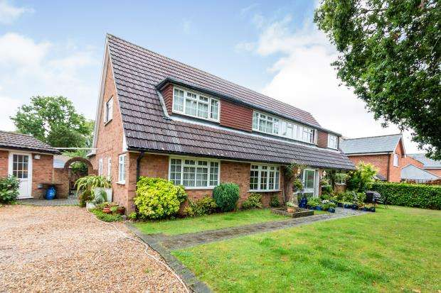 6 Bedrooms Detached House for sale in Tadley, Hampshire