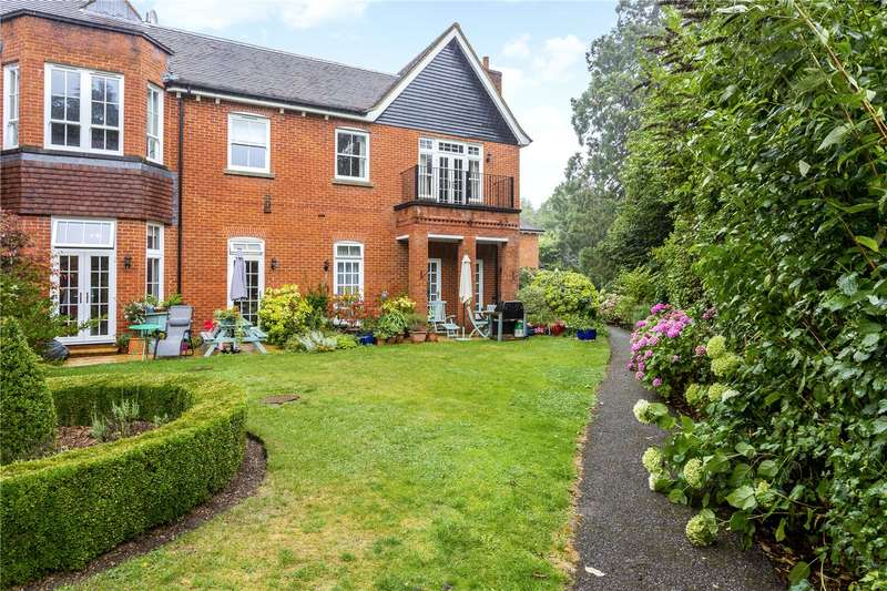 2 Bedrooms Apartment Flat for sale in Rokefield House, Westcott Street, Dorking, Surrey, RH4