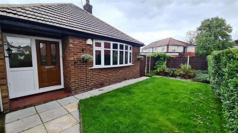 2 Bedrooms Semi Detached Bungalow for sale in Glendene Avenue, Droylsden, Manchester