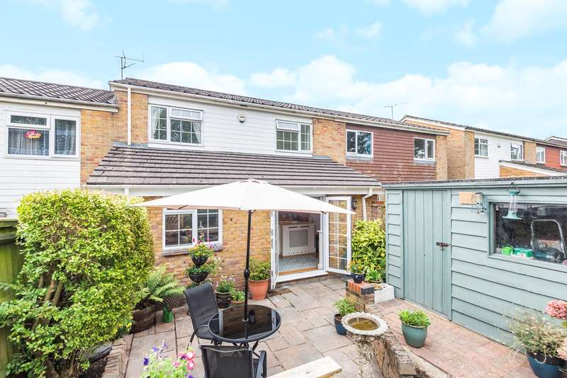 3 Bedrooms Terraced House for sale in Holst Close, Brighton Hill, Basingstoke, RG22