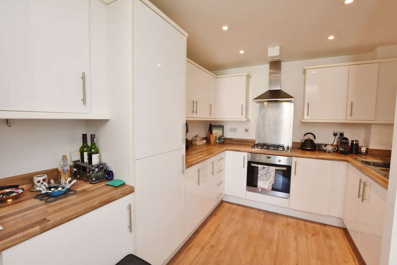 1 Bedroom Flat for sale in Hales Court, Ley Farm Close