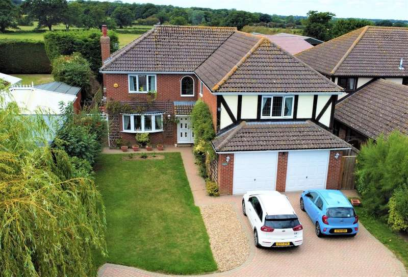 5 Bedrooms Detached House for sale in Lakota, Clacton Road, Weeley