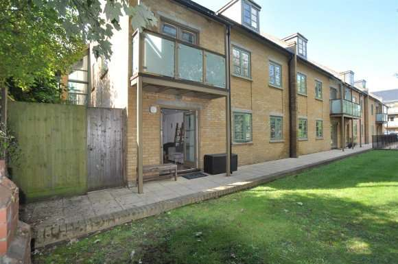 2 Bedrooms Flat for sale in Nightingale Road, Hitchin