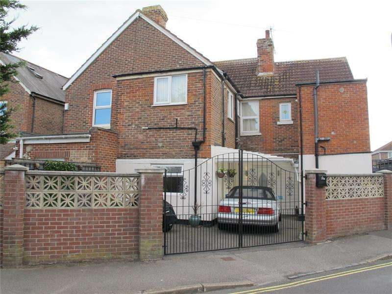 2 Bedrooms Apartment Flat for sale in Cambridge Road, Lee-On-The-Solent, Hants, PO13