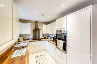 3 Bedrooms Bungalow for sale in New Road, Eythorne, Dover, Kent