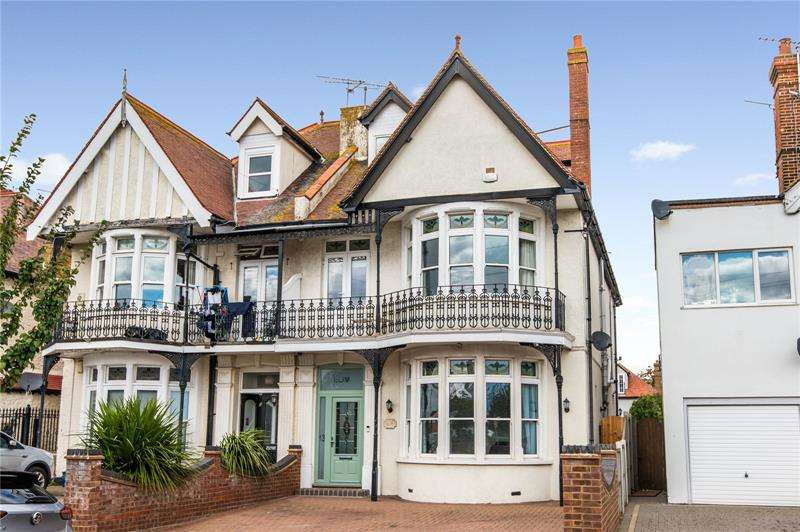 5 Bedrooms Semi Detached House for sale in Gloucester Terrace, Thorpe Bay, Essex, SS1