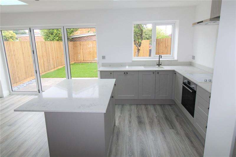 3 Bedrooms Terraced House for sale in Lower Road, Hullbridge, Essex, SS5