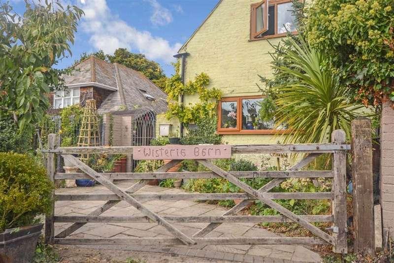 2 Bedrooms Semi Detached House for sale in Foads Lane, Ramsgate, Kent