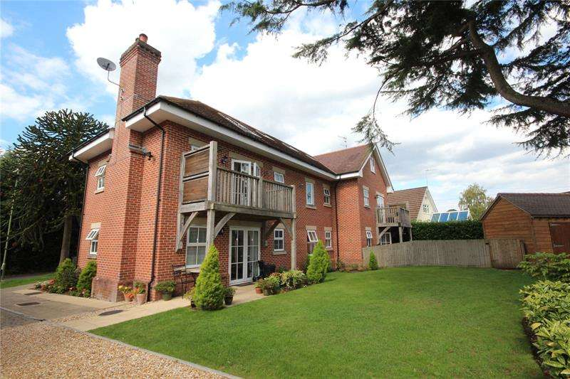 2 Bedrooms Apartment Flat for sale in Old Forge Close, Ringwood, Hampshire, BH24