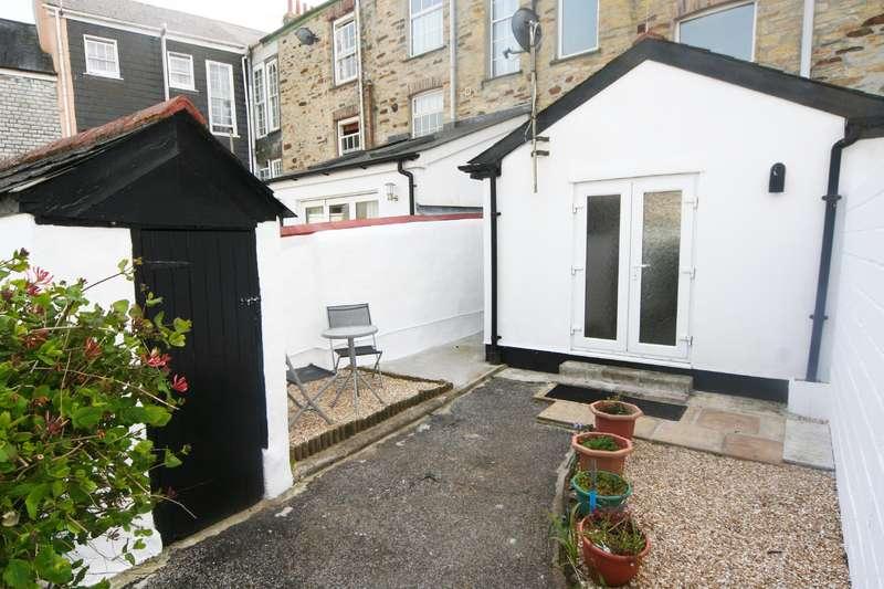 2 Bedrooms Flat for rent in Tolfa House, Wellington Terrace, Truro
