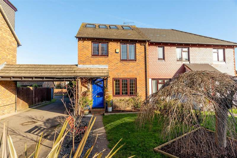 4 Bedrooms Semi Detached House for sale in Kings Chase, East Molesey