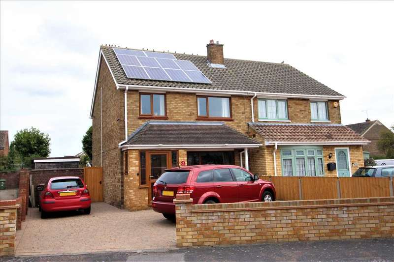 3 Bedrooms Semi Detached House for sale in Courtney Road